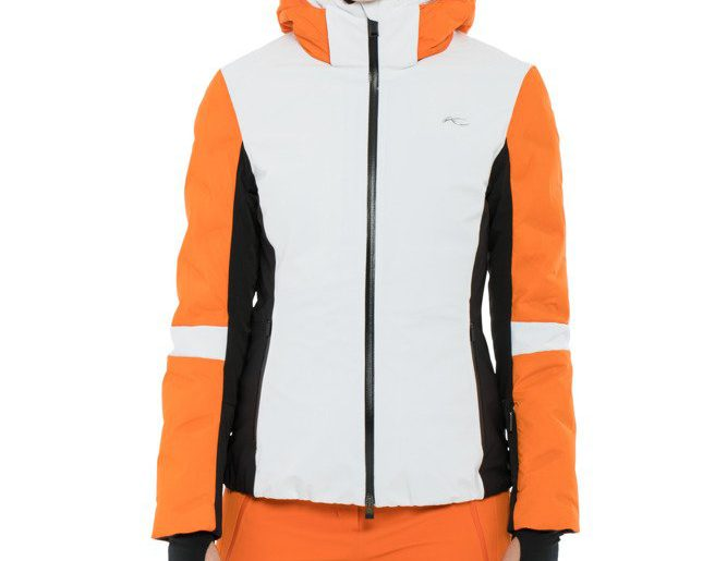 Jakie funkcjonalne dodatki mogą przydać się w damskich kurtkach narciarskich?