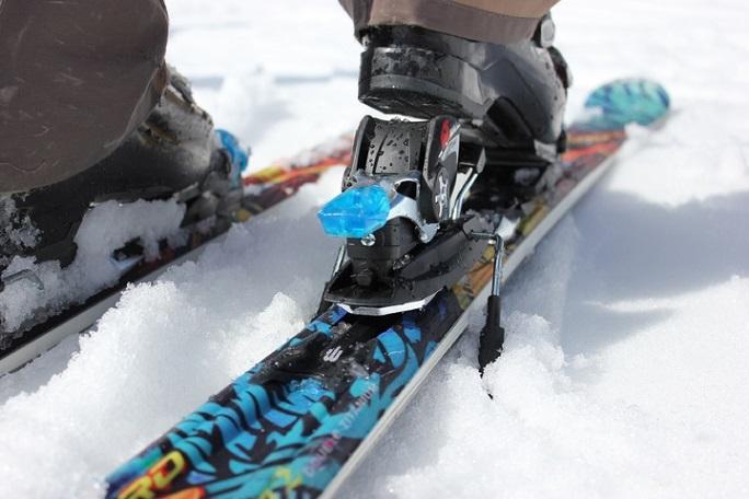 Czym różnią się narty damskie od nart męskich?
