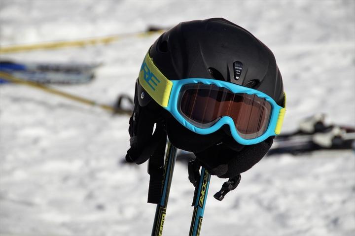 Gogle narciarskie dla dzieci – czym powinny się wyróżniać?