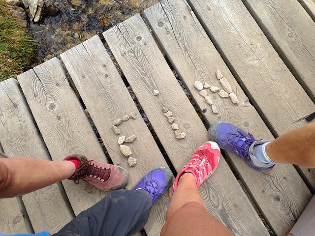 Jak wybrać buty do wędrówek i aktywności na świeżym powietrzu?